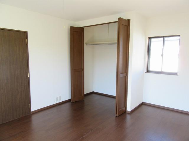 2階東側洋室、収納
