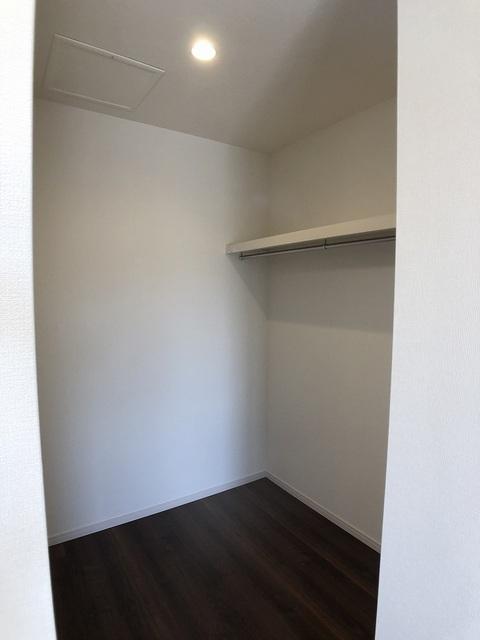 2階洋室(9.3帖)のW.I.C