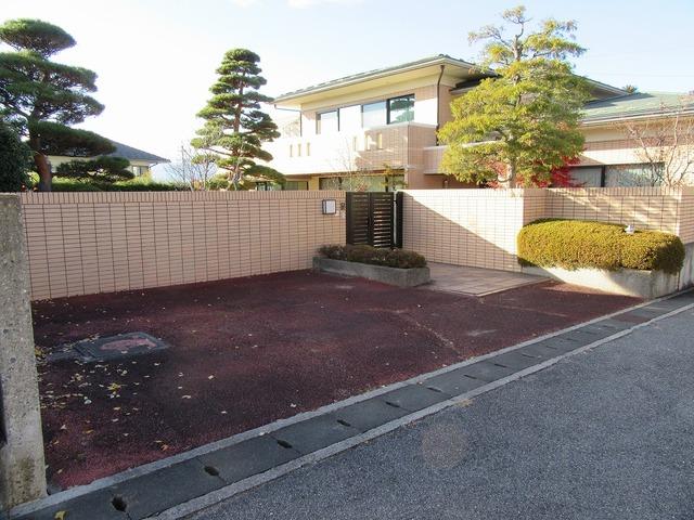 外観・駐車スペース