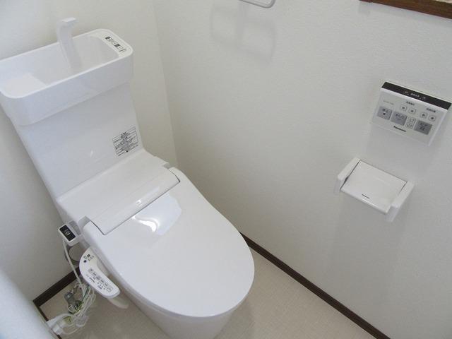 1階の温水洗浄式トイレ新品