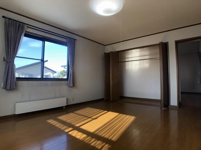 2階中側洋室(10帖)