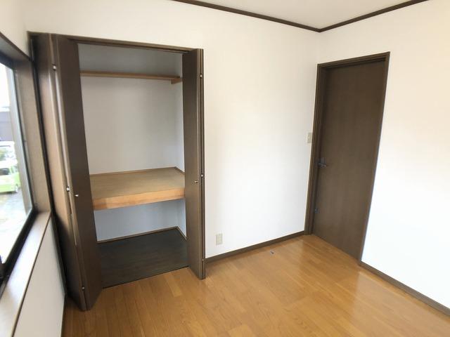 2階4.5帖洋室・収納