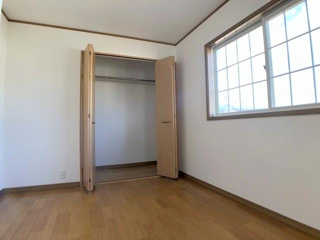 2階洋室(6.9帖)・収納