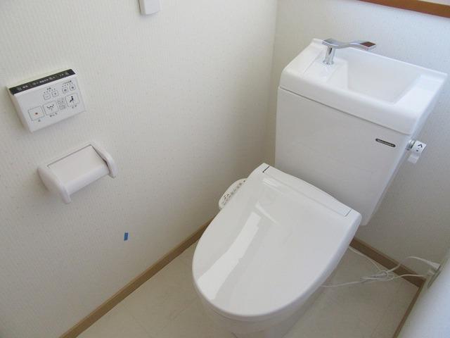 2階の温水洗浄式トイレ新品