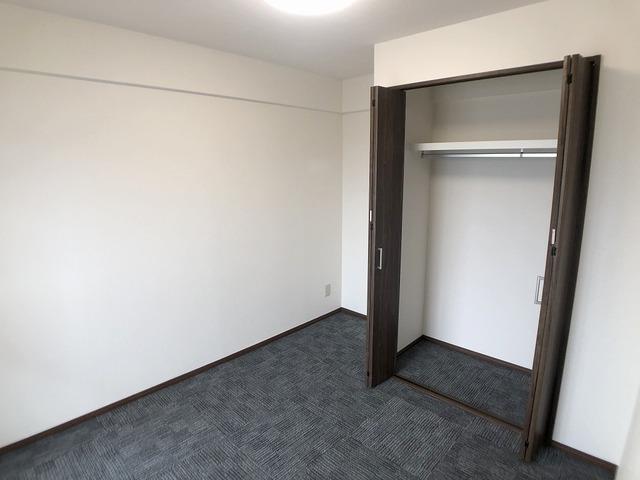 西側洋室(5帖)・収納