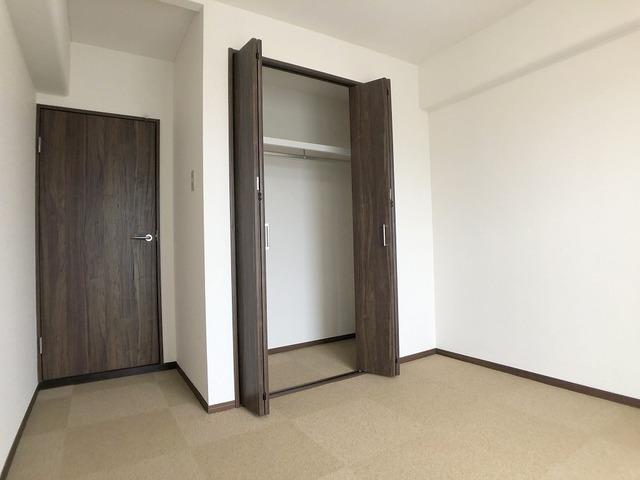 東側洋室(5帖)・収納
