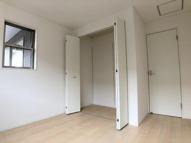 2階中洋室(6帖)・収納