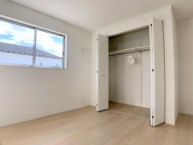 2階洋室(6.6帖)・収納