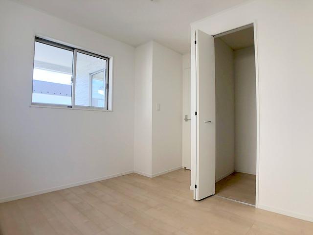 2階洋室(5.7帖)・収納