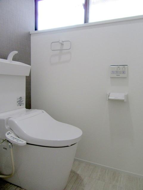 1階温水洗浄式トイレ新品