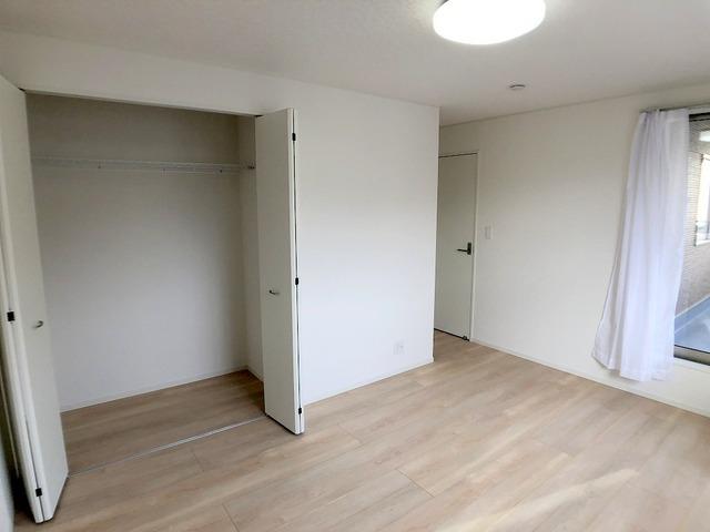 2階南西側洋室(8.3帖)・クローゼット