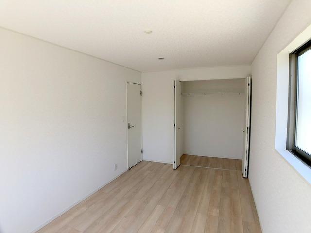 2階東側洋室(8.2帖)・クローゼット