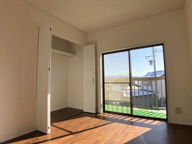 2階中側洋室(6.0帖)・クローゼット