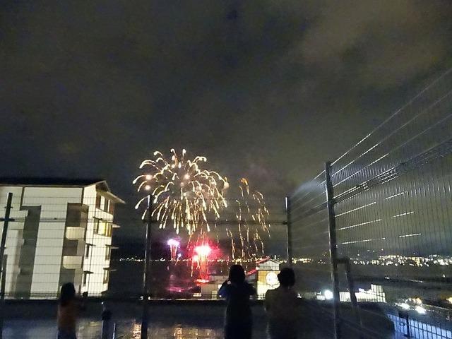 屋上からの花火大会の様子