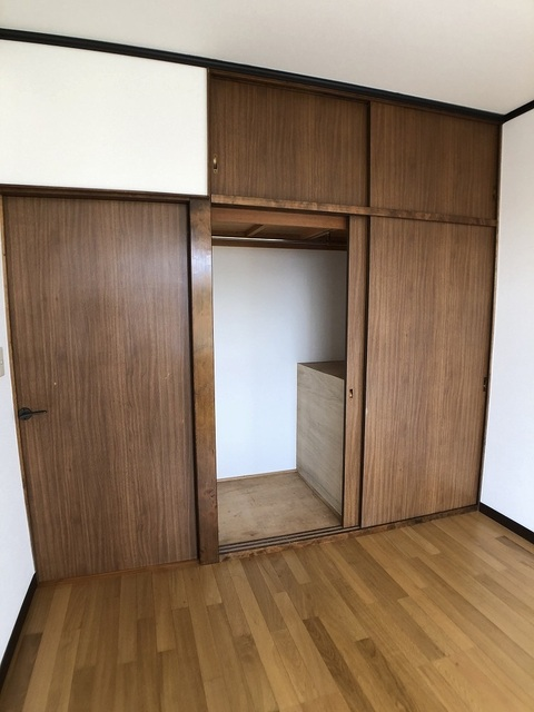 2階西側洋室(5.5帖)・収納