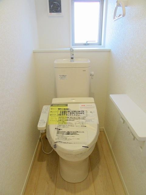 1階の温水洗浄式トイレ