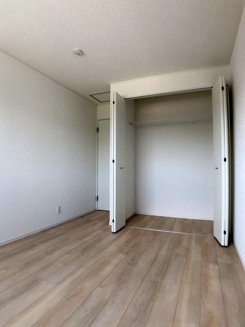 2階中央洋室(6.5帖)・クローゼット