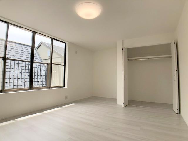 2階南側洋室(11.0帖)・クローゼット