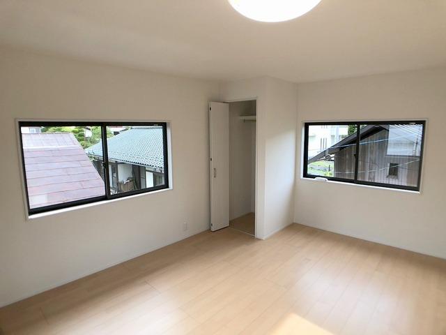 2階西側洋室(11.0帖)・収納