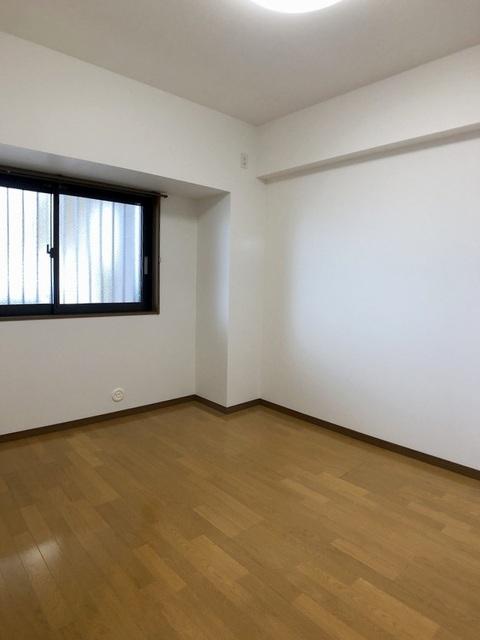 東側洋室(5.6帖)