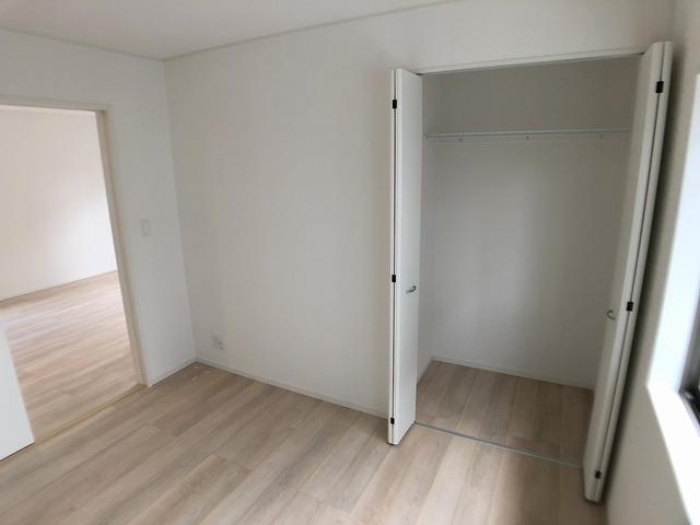 南西側洋室(5.2帖)・クローゼット